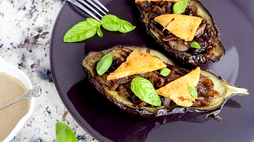 Патладжани на фурна с карамелизиран лук и Delishu сушен домат